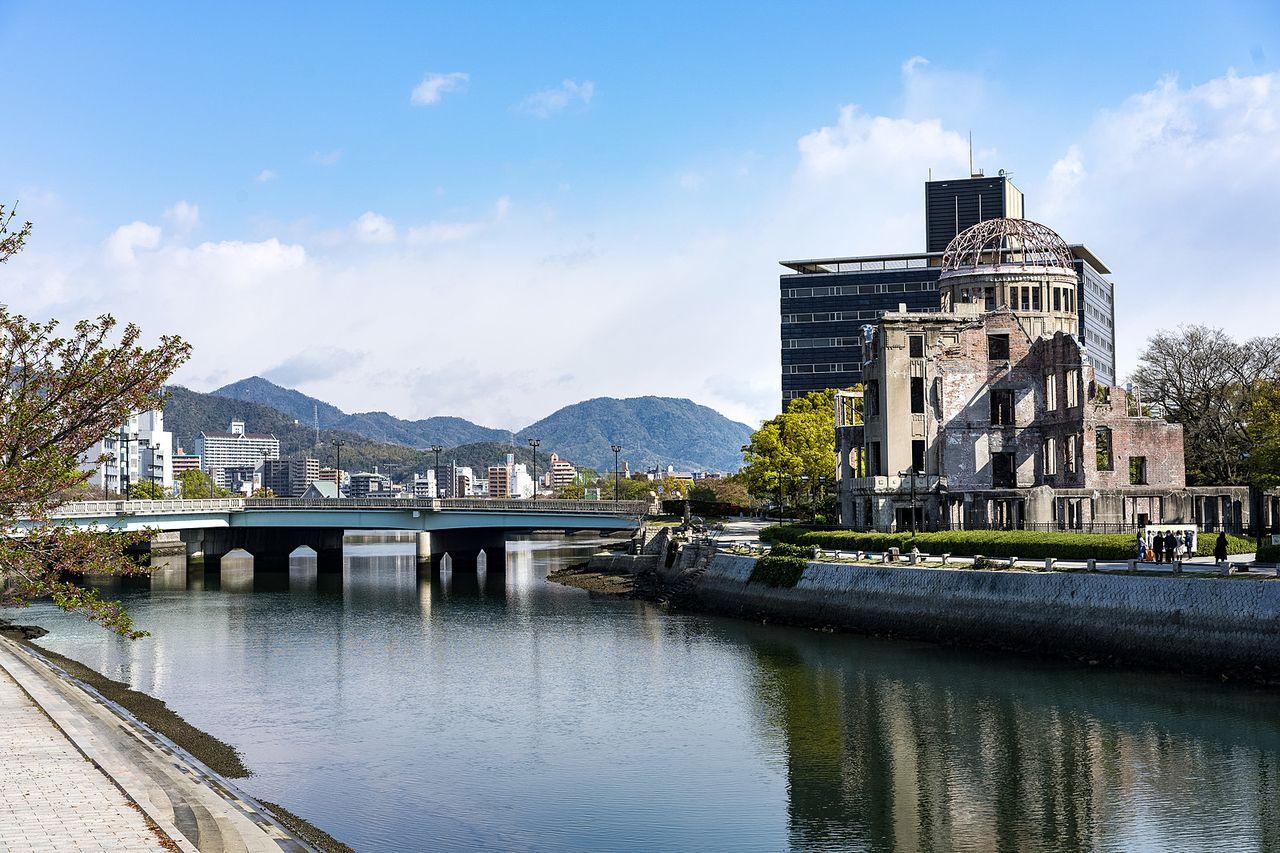 本日、8月6日は広島原爆の日です